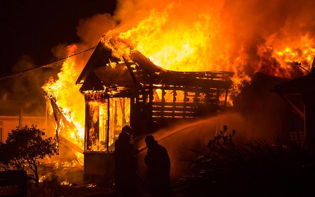 https: img.okezone.com content 2019 10 07 610 2113659 seorang-nenek-meninggal-terjebak-kebakaran-rumah-di-palembang-swFdZSaJ3c.jpg