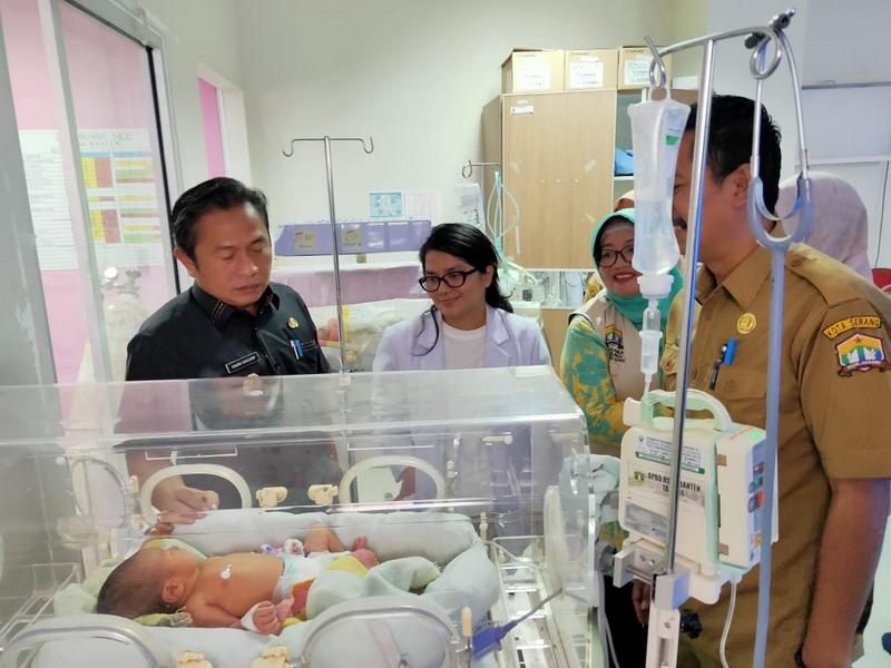 https: img.okezone.com content 2019 10 08 340 2114333 70-warga-berebut-adopsi-bayi-yang-dibuang-di-tempat-sampah-JlCSlTd8vh.jpg