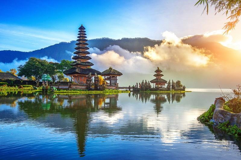 https: img.okezone.com content 2019 10 08 406 2114293 kemenpar-gandeng-asensi-promosikan-wonderful-indonesia-agar-lebih-mendunia-X6s8NpHAmZ.jpg