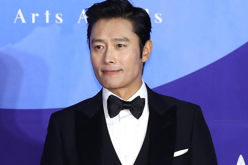 https: img.okezone.com content 2019 10 08 598 2114449 ditolak-jo-in-sung-drama-here-sukses-pinang-lee-byung-hun-dVW8RWTAOZ.jpg
