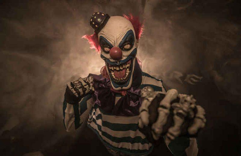 https: img.okezone.com content 2019 10 08 612 2114174 berkenalan-dengan-wrinkless-the-clown-badut-yang-tugasnya-menakuti-anak-anak-SUdwP4skAC.jpg
