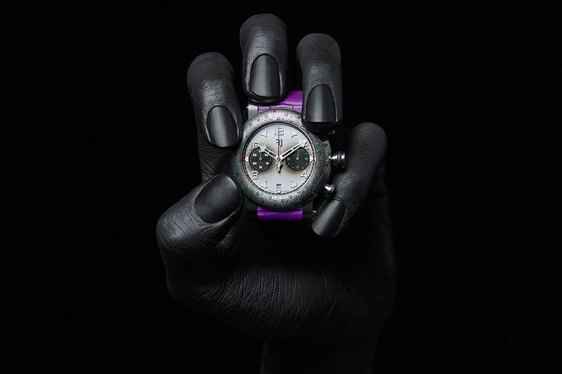 https: img.okezone.com content 2019 10 09 194 2114950 jam-tangan-limited-edition-joker-dibanderol-rp222-juta-tertarik-beli-3zPooovzP3.jpg