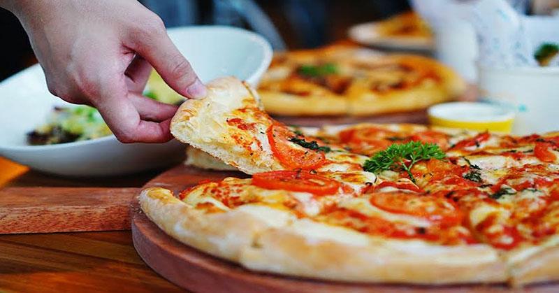 https: img.okezone.com content 2019 10 09 278 2114707 persaingan-perusahaan-penjual-pizza-di-wall-street-kian-ketat-Owumd91wKT.JPG