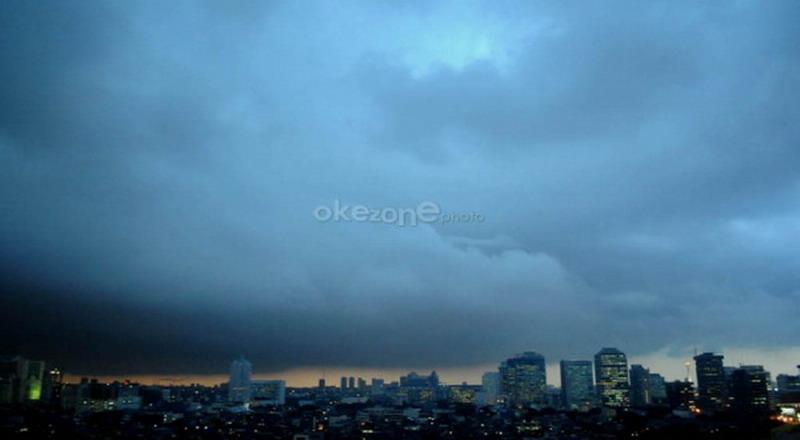 https: img.okezone.com content 2019 10 09 338 2114547 bmkg-jakarta-berpeluang-hujan-ringan-1JTaqMkYQa.jpg