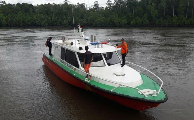 https: img.okezone.com content 2019 10 09 340 2114966 speed-boat-berpenumpang-36-orang-kandas-di-perairan-kaltara-hB3DXZN0cY.JPG