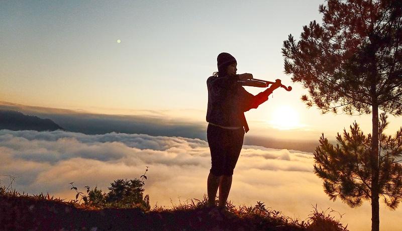 https: img.okezone.com content 2019 10 09 406 2114744 sensasi-berburu-sunrise-dan-sunset-di-karua-toraja-utara-3vRNPV4dxj.jpg
