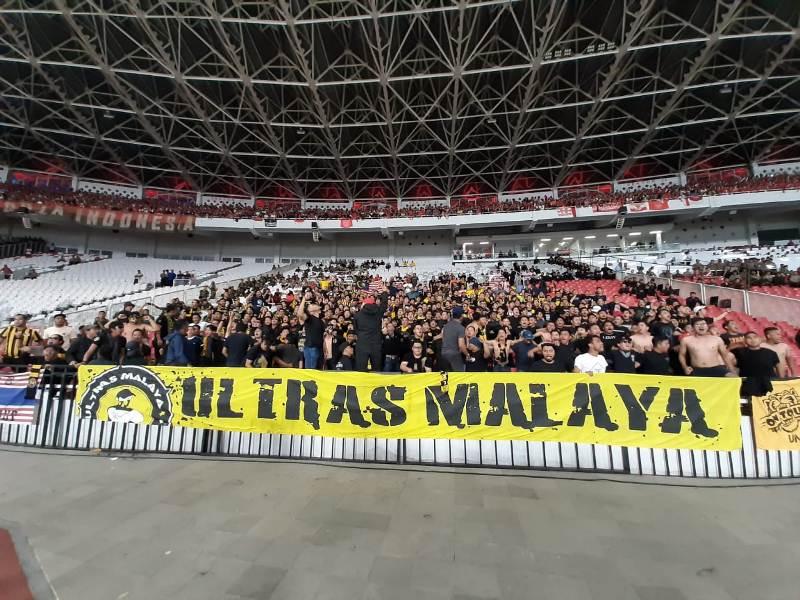 https: img.okezone.com content 2019 10 09 51 2114527 laga-indonesia-vs-malaysia-ricuh-pssi-didenda-fifa-rp643-juta-bq9o853F2M.jpeg