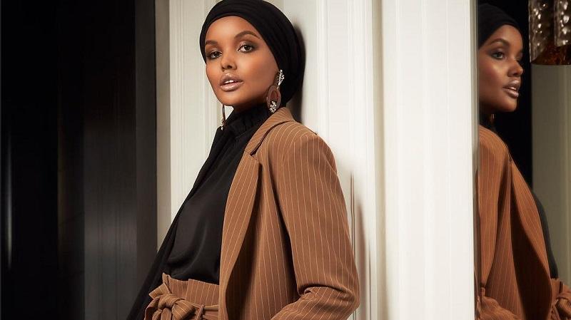 https: img.okezone.com content 2019 10 09 617 2114801 inspirasi-gaya-hijab-vertical-stripes-ala-selebgram-dunia-jG99wjCo3c.jpg