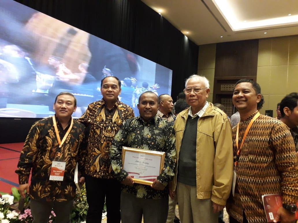 https: img.okezone.com content 2019 10 10 337 2115468 inews-tv-dan-mnc-trijaya-raih-penghargaan-kompetisi-media-piala-presiden-eSQfF3exsr.jpg