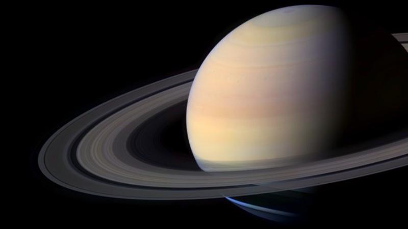 https: img.okezone.com content 2019 10 10 56 2115150 astronom-temukan-20-bulan-baru-di-sekitar-planet-saturnus-Cyf4d5ibgn.jpg