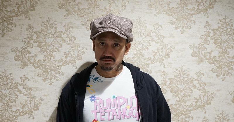 https: img.okezone.com content 2019 10 11 206 2115660 jalani-debut-sutradara-tora-sudiro-ungkap-rasa-takut-VqZu4rDDub.jpg