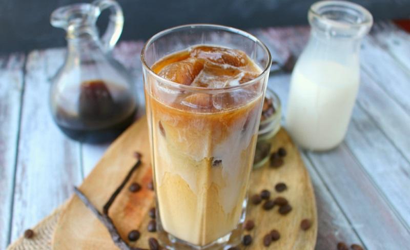 https: img.okezone.com content 2019 10 11 298 2115704 tips-bikin-es-kopi-susu-gula-aren-ala-coffee-shop-C2nLIqHPDk.jpg