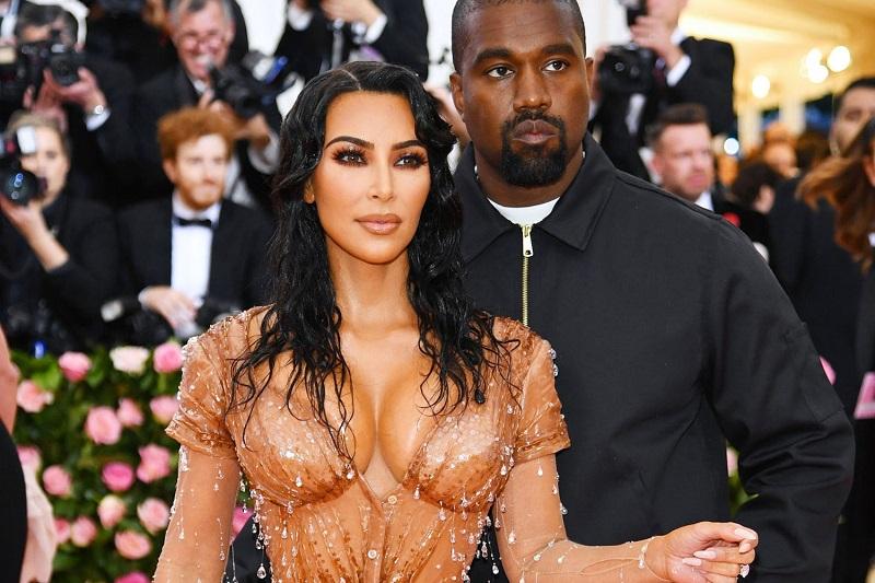 https: img.okezone.com content 2019 10 13 33 2116322 kim-kardashian-raup-keuntungan-di-hollywood-berkat-video-porno-dengan-ray-j-879tgw2XEq.jpg