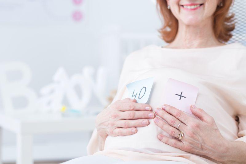 https: img.okezone.com content 2019 10 13 481 2116202 mitos-atau-fakta-wanita-usia-tua-lebih-rentan-keguguran-5eIxaP4FZx.jpg