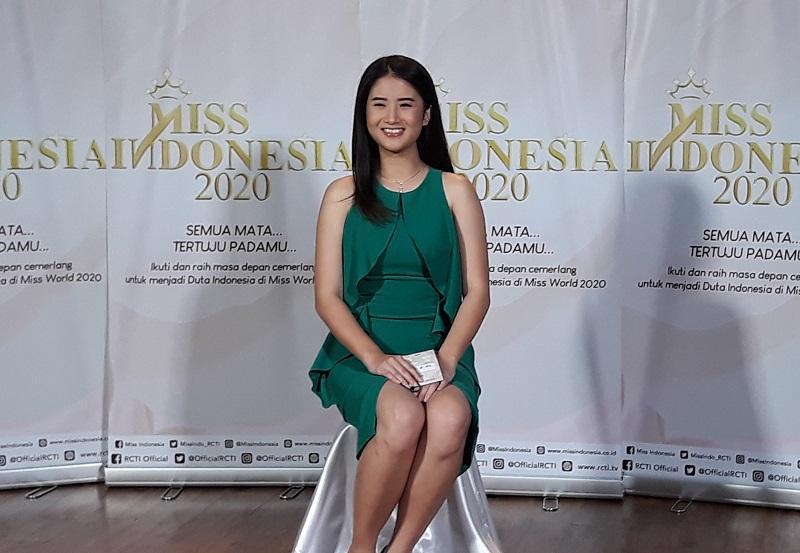 https: img.okezone.com content 2019 10 14 194 2116514 audisi-miss-indonesia-2020-di-yogyakarta-selain-cantik-peserta-harus-berkepribadian-menarik-owe2vvv2lL.jpg