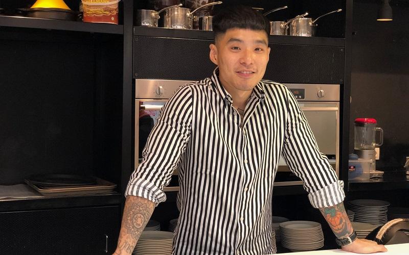 https: img.okezone.com content 2019 10 14 298 2116695 chef-martin-praja-generasi-soda-tergerus-penikmat-kopi-ByHefQ8nWK.jpeg