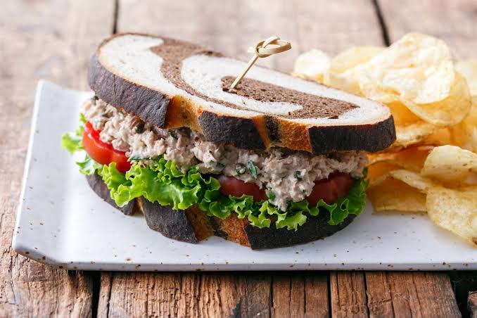 https: img.okezone.com content 2019 10 14 298 2116826 5-sandwich-lezat-ini-bisa-membantu-diet-kamu-yuk-coba-1cESKuo171.jpg