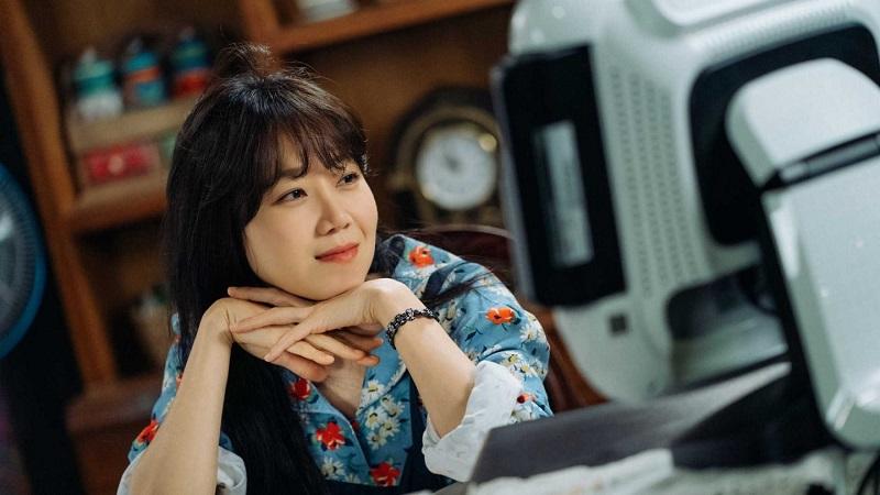https: img.okezone.com content 2019 10 14 33 2116571 kim-rae-won-atau-kang-ha-neul-ini-pilihan-gong-hyo-jin-4WBdHT0Jkz.jpg
