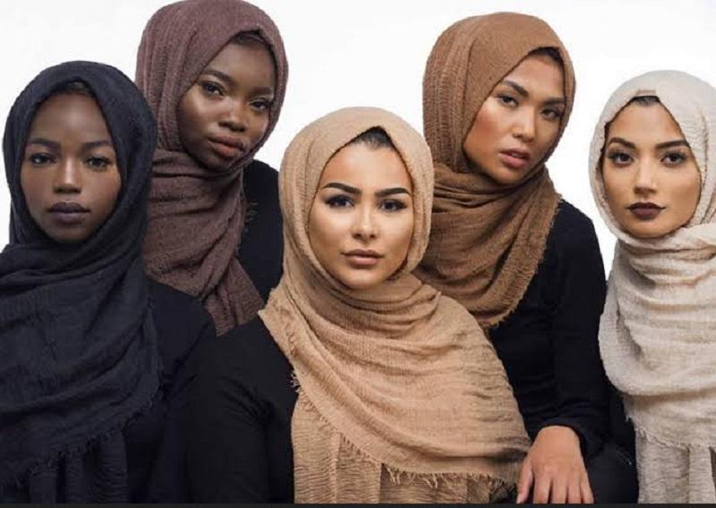 https: img.okezone.com content 2019 10 14 617 2116710 4-ide-padu-padan-hijab-yang-cocok-untuk-kulit-sawo-matang-3NnxLtMGE0.jpg