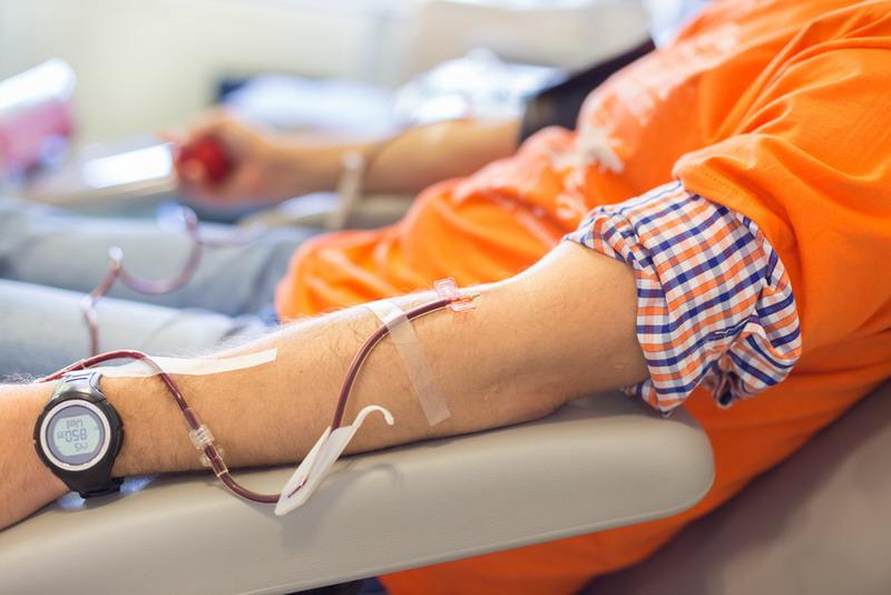 https: img.okezone.com content 2019 10 14 65 2116827 sejarah-transfusi-darah-dimulai-pada-1666-siapa-pencetusnya-qzHugpAgRn.jpg