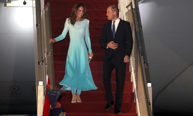 https: img.okezone.com content 2019 10 15 196 2117188 royal-tur-ke-pakistan-berdua-siapa-yang-jaga-tiga-anak-pangeran-william-dan-kate-middleton-oAWFtaK0Ko.jpg