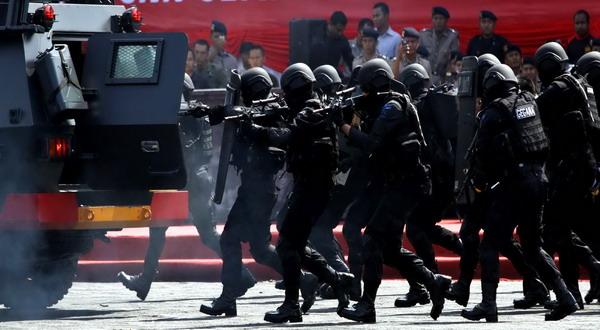https: img.okezone.com content 2019 10 15 337 2117382 densus-88-tangkap-terduga-teroris-di-kota-malang-PBMtMGj9za.jpg