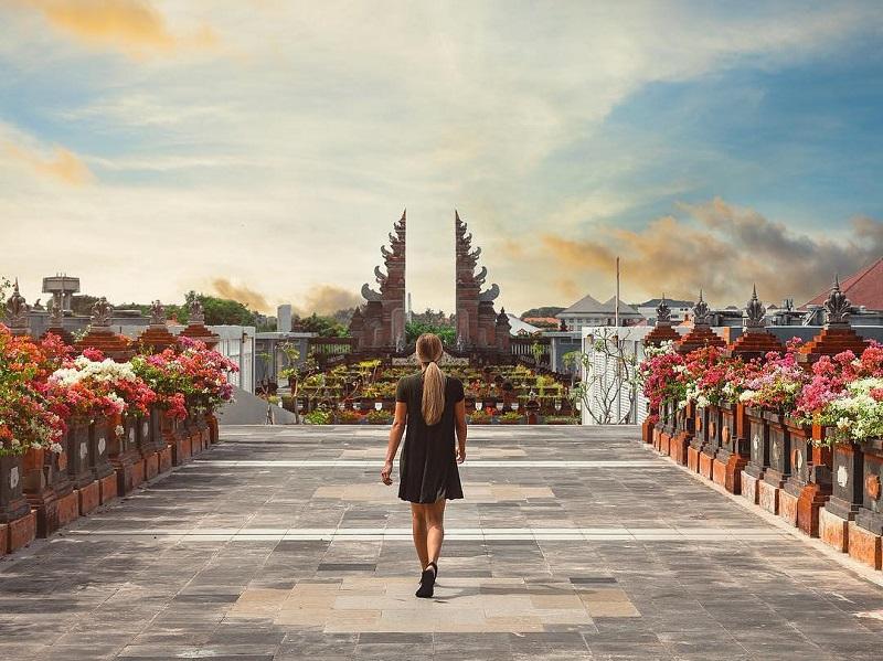 https: img.okezone.com content 2019 10 15 406 2116962 indonesia-jadi-destinasi-terfavorit-dunia-versi-conde-nast-traveler-IzCw7QTlky.jpg