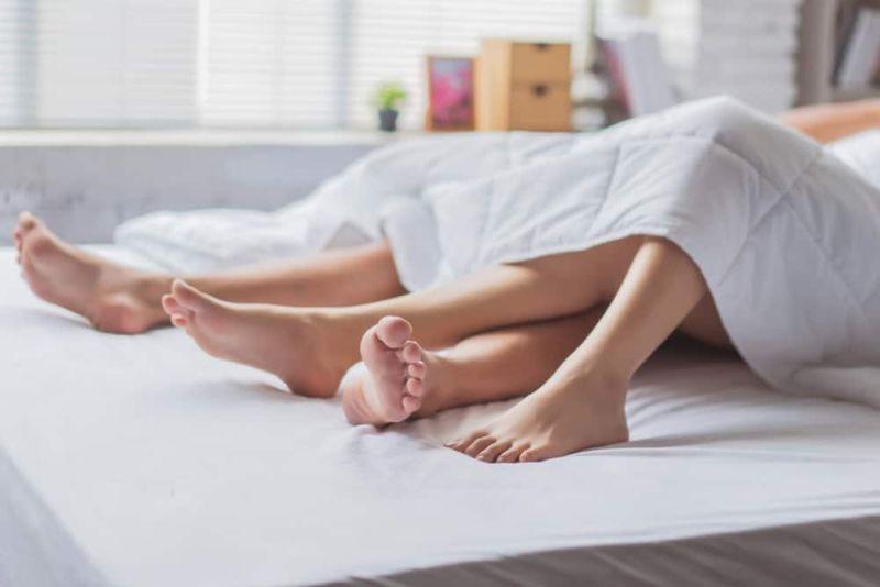 https: img.okezone.com content 2019 10 15 485 2117305 ladies-buang-5-pikiran-buruk-ini-sebelum-seks-malam-pertama-0mYh9cVIay.jpg