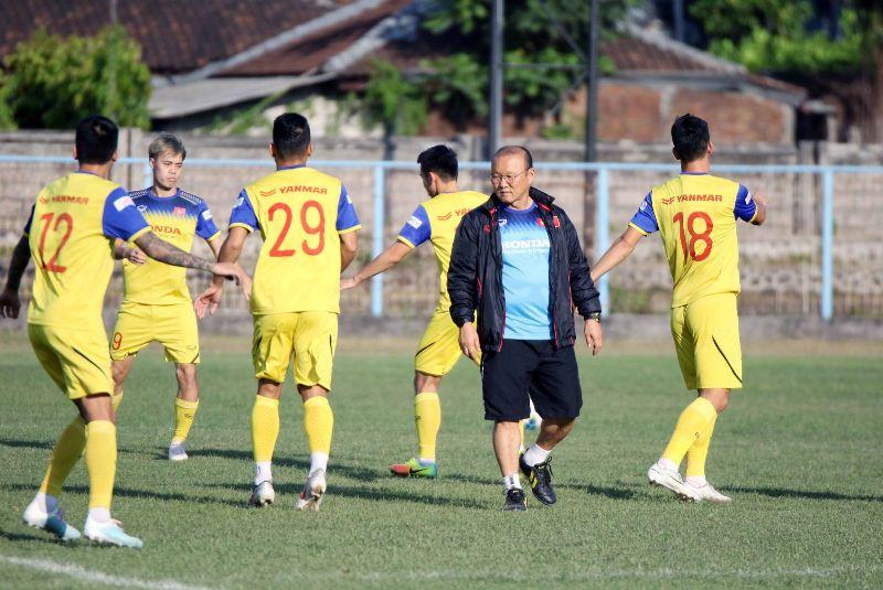 https: img.okezone.com content 2019 10 15 51 2116944 hadapi-indonesia-pelatih-vietnam-pentingkan-kemenangan-daripada-jumlah-gol-bWoJc1F7L3.jpg