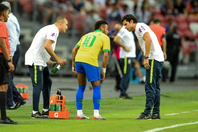 https: img.okezone.com content 2019 10 15 51 2116950 cedera-hamstring-psg-konfirmasi-neymar-jr-absen-4-pekan-soDQ9tnwxb.jpg