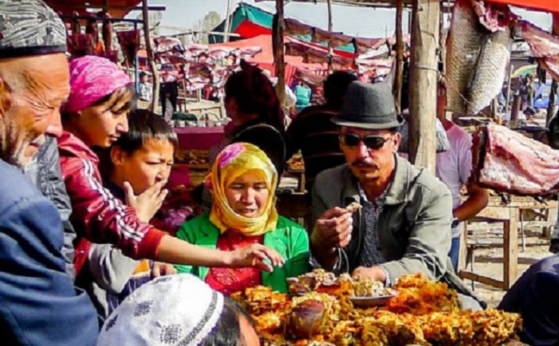 https: img.okezone.com content 2019 10 15 614 2117287 dubes-as-kecam-pelanggaran-ham-terhadap-muslim-uighur-piQIsaN2fn.jpg