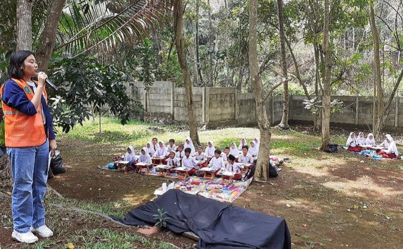 https: img.okezone.com content 2019 10 16 196 2117810 pentingnya-mengajarkan-anak-anak-cinta-lingkungan-gSMeEee9TX.jpg