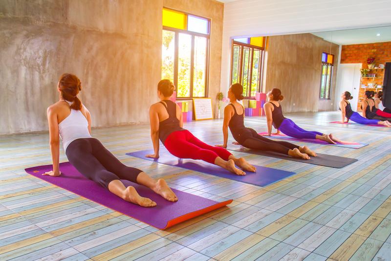 https: img.okezone.com content 2019 10 16 481 2117932 cegah-osteoporosis-sejak-dini-dengan-rutin-olahraga-yoga-qQz1U7KONb.jpg