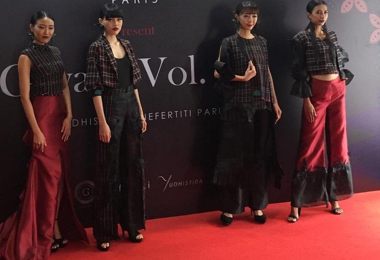 https: img.okezone.com content 2019 10 17 194 2118250 desainer-indonesia-bakal-tampilkan-rancangan-mewah-tenun-baduy-di-australia-FJ6CCRBOXn.jpeg