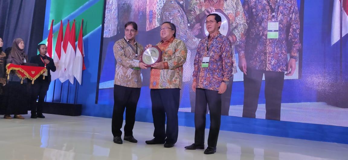 https: img.okezone.com content 2019 10 17 320 2118337 indonesia-juara-pertama-di-pasar-keuangan-syariah-global-XoHdqg9AT8.jpeg