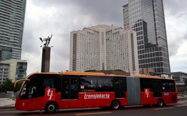 https: img.okezone.com content 2019 10 17 338 2118016 transjakarta-kembali-gunakan-bus-zhongtong-7m25KL5Wgd.jpg