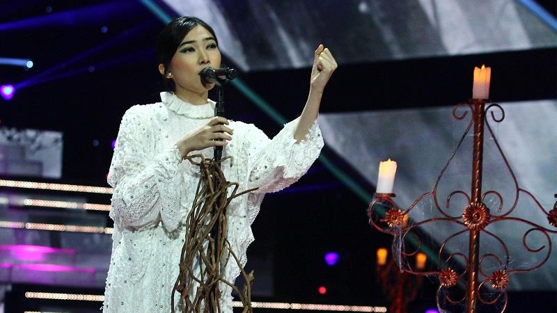 https: img.okezone.com content 2019 10 17 598 2118386 mengintip-gaya-berjoget-isyana-sarasvati-di-the-voice-indonesia-2019-lmHbTQTmzO.jpg