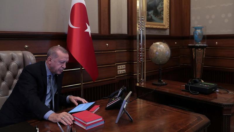 https: img.okezone.com content 2019 10 18 18 2118525 ditekan-soal-kurdi-erdogan-buang-surat-dari-trump-ke-tempat-sampah-5l9mL84qmH.jpg