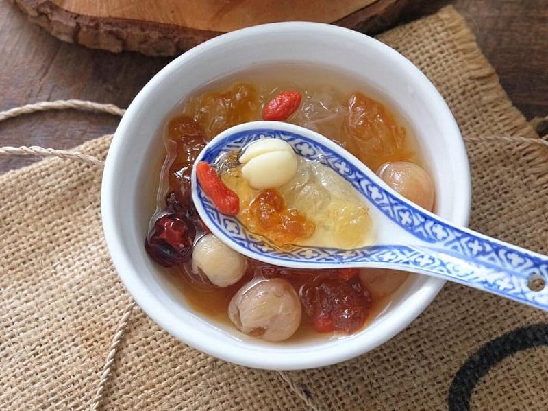 https: img.okezone.com content 2019 10 18 298 2118467 hidangan-segar-es-buah-menteng-dan-peach-gum-dessert-ini-resepnya-psUazBXwZj.jpg