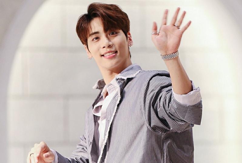 https: img.okezone.com content 2019 10 18 33 2118734 meninggalnya-jonghyun-shinee-dan-wasiat-sebelum-pergi-eLg8NglBrY.jpg
