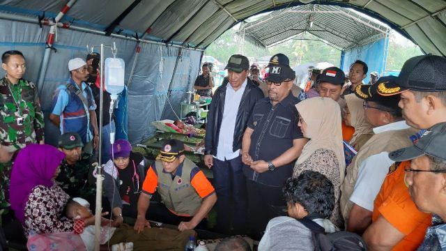 https: img.okezone.com content 2019 10 18 337 2118434 gempa-maluku-41-orang-tewas-dan-103-ribu-masih-mengungsi-eFXzSZOyb1.jpg