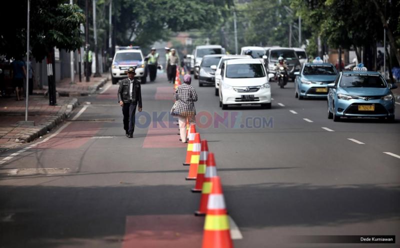 https: img.okezone.com content 2019 10 18 337 2118583 jelang-pelantikan-presiden-polisi-alihkan-arus-lalu-lintas-di-sekitar-gedung-dpr-BIXc5T3Jp9.jpg