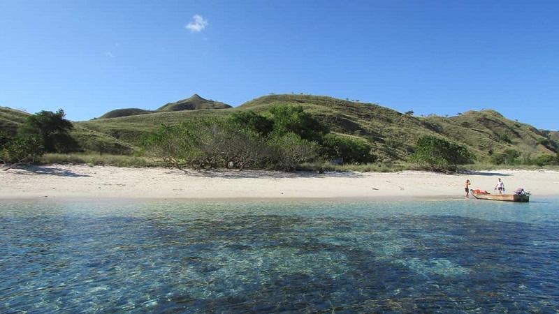https: img.okezone.com content 2019 10 18 406 2118688 5-pulau-dengan-pantai-terindah-di-indonesia-selain-bali-A4OIkaqQcr.jpg