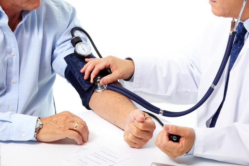 https: img.okezone.com content 2019 10 18 481 2118462 penderita-hipertensi-tak-boleh-lengah-tekanan-darah-normal-bukan-berarti-sudah-sehat-3MZxTjkUFC.jpg
