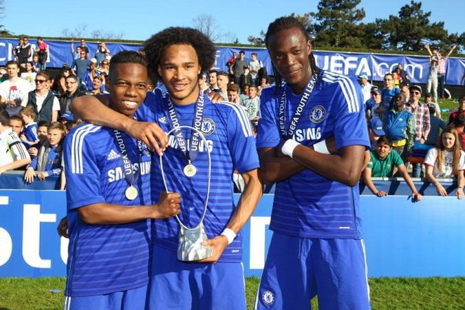 https: img.okezone.com content 2019 10 18 51 2118793 tammy-abraham-dua-kali-bawa-chelsea-juara-liga-champions-junior-KUijRAuooL.jpg
