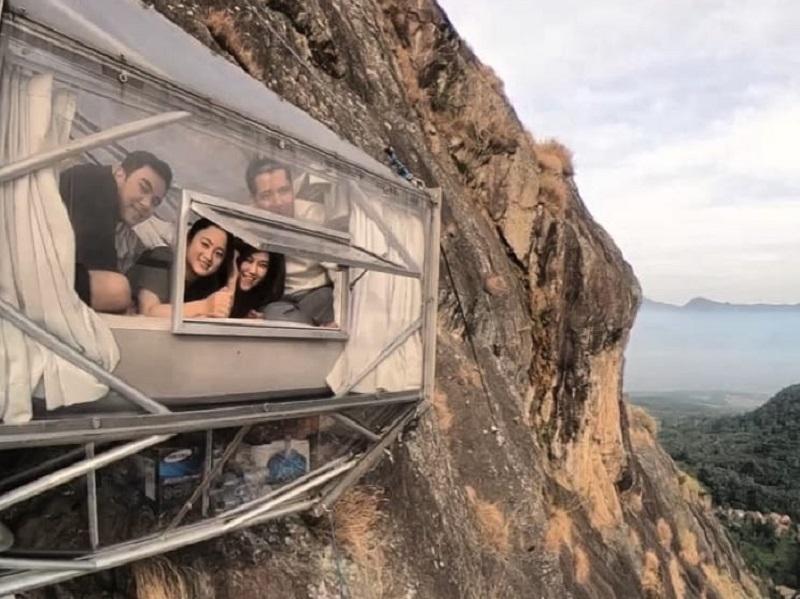 https: img.okezone.com content 2019 10 19 406 2119071 hotel-gantung-gunung-parang-purwakarta-jadi-incaran-wisatawan-lokal-dan-mancanegara-5aTIwdJwtb.jpg