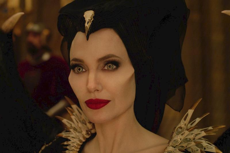 https: img.okezone.com content 2019 10 20 206 2119197 sensasi-berbeda-menonton-maleficent-mistress-of-evil-AZhZZQcBWz.jpg
