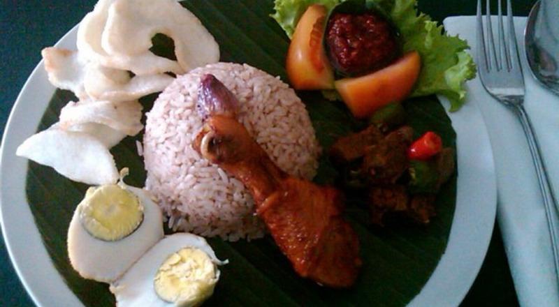 https: img.okezone.com content 2019 10 20 298 2119232 4-makanan-favorit-para-sultan-yogyakarta-yang-wajib-dicoba-5OBw4PyBCp.jpg