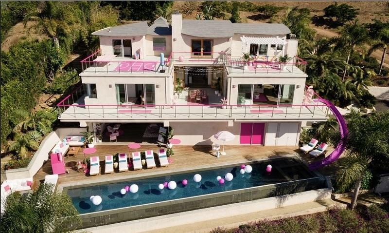 https: img.okezone.com content 2019 10 20 406 2119256 serba-pink-rasakan-sensasi-menginap-di-rumah-barbie-1Tiapf6hSm.jpg