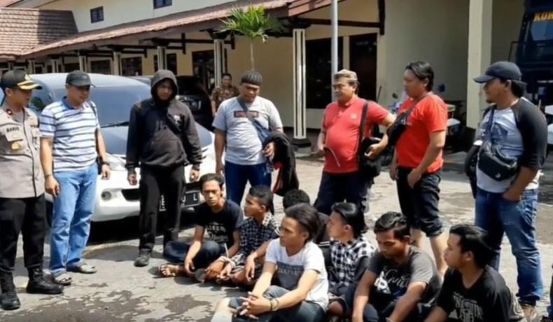Geng Motor Serang Warung Kopi Di Pasuruan 1 Pemuda Tewas Dibacok Okezone News